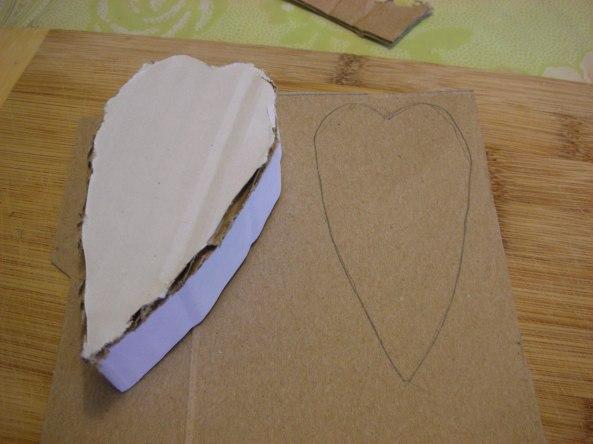 העתקתי את הצורה לקרטון של קופסא אחרת