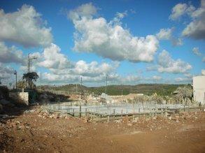 זה המגרש של השכן. איזה נוף יש ללבנון!