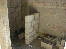 חדר הרחצה- בנו קיר שהופיע בתוכנית ישנה אך לא במעודכנת. יפרקו אותו