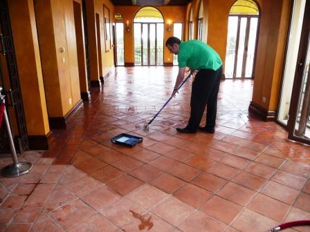 P1010188-Terracotta-Floor-Window-End-During-Sealing